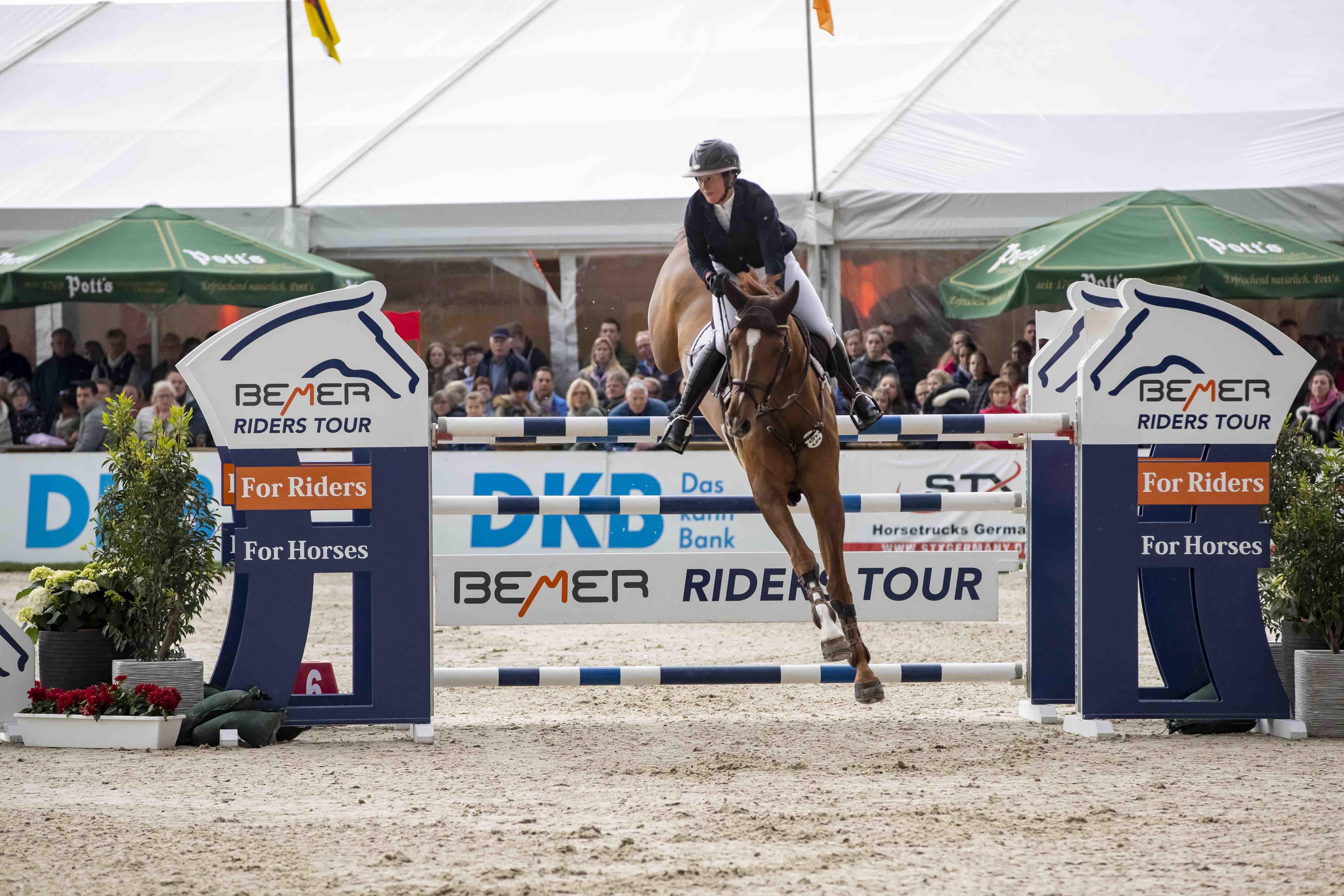Dreamteam - Katrin und Caleya gewinnen Auftakt der BEMER Riders Tour